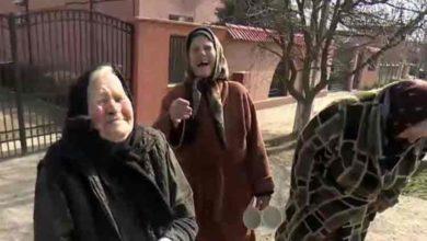 "Photo of Cum se feresc satenii din Romania de CORONAVIRUS: ""Mancam usturoi, bem tuica fiarta"""