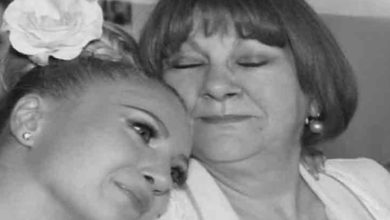 Photo of Mesajul DUREROS publicat de Lora, la scurt timp dupa ce si-a inmormantat mama