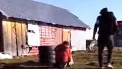 Photo of A fost gasit tanarul care bate cu biciul o fata de 15 ani, pe care a lasat-o gravida. Politistii au aflat motivul pentru care a lovit-o cu salbaticie pe adolescenta din Suceava