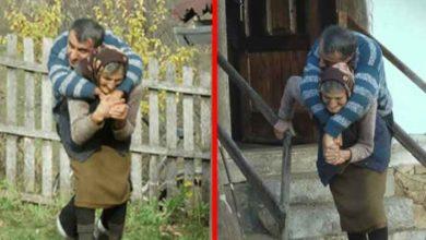 Photo of Când alții se uită la Vulpița, această MAMĂ de 77 de ani își cară în spate baiatul paralizat