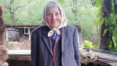 Photo of Strigator la cer. O femeie de 76 de ani are pensie de doar 15 lei pe luna. Unde traieste tanti Fica